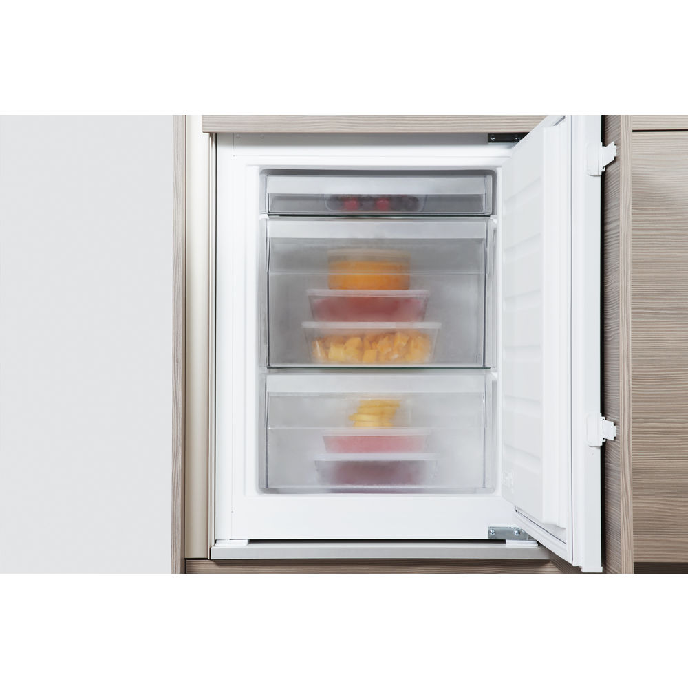 Whirlpool ART 228/80 A+/SF Integrated Fridge Freezer