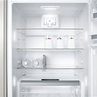 Whirlpool ARG 137/A+ Integrated Fridge 1