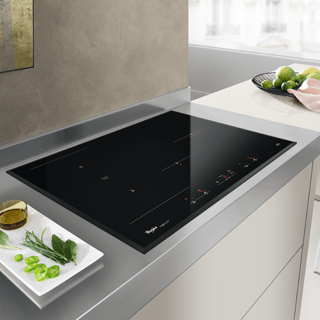 Whirlpool  Built-In Induction Hob in Black ACM 868/BA/IXL 17