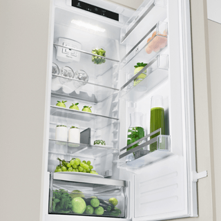 Whirlpool Fridge Freezer in Optic Inox BLF 8121 OX 4